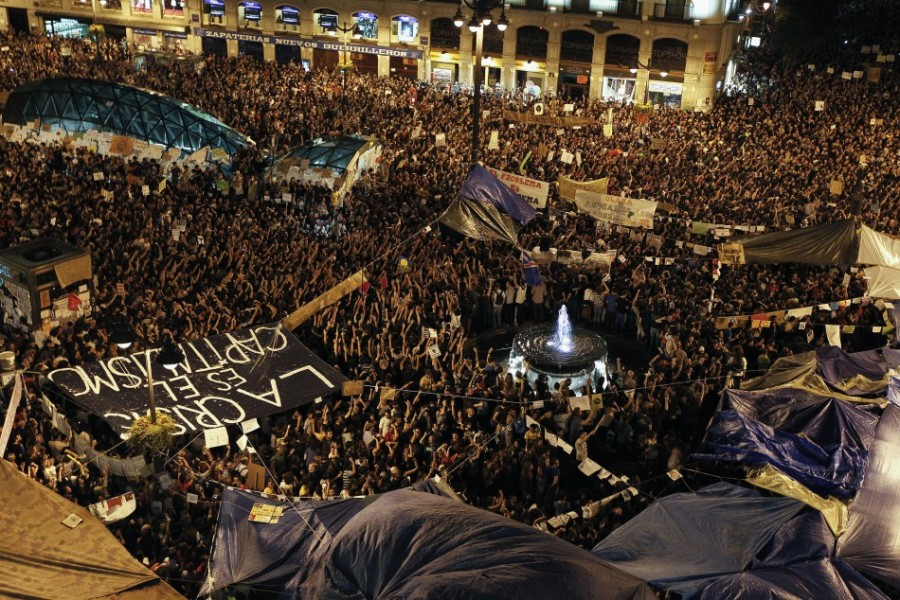 101427-protest-continues-in-spain-despite-ban1-900x600