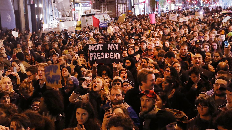 la-na-trump-protests-photos-008